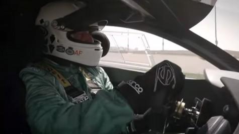 Video: tur de pistă la volanul lui McLaren P1 GTR