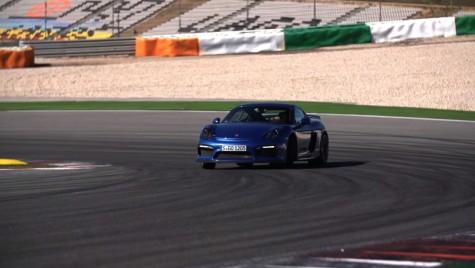 Noul Porsche Cayman GT4 și Chris Harris pe Portimão