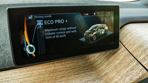 BMW cedează, pregăteşte un ecran tactil