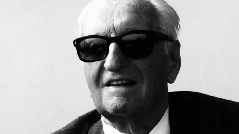 - Enzo Ferrari a Modena in occasione del passaggio della Mille Miglia Storica