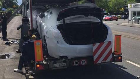 Zece oameni ascunși în portbagajele unor Maserati prinși în Anglia