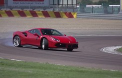 Chris Harris şi Ferrari 488 GTB