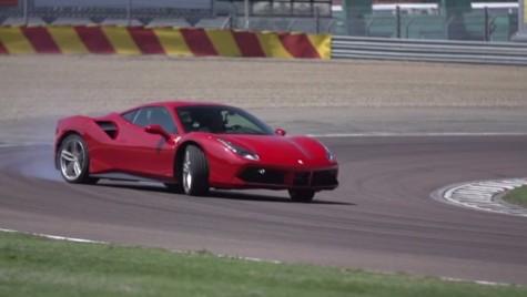 Chris Harris şi Ferrari 488 GTB