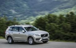 Video: Volvo hibrid jefuiește trecătorii