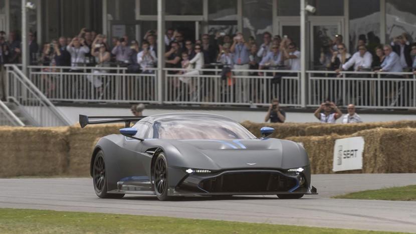 Red Bull Racing - Aston Martin Vulcan - AutoExpert
