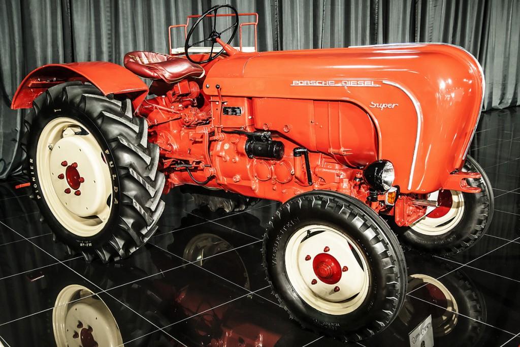 Zău că şi eu mi-aş fi cumpărat un tractor. Păi cum să ratezi o aşa creaţie Porsche? Chiar dacă motorizarea diesel era de-a dreptul excentrică atunci.