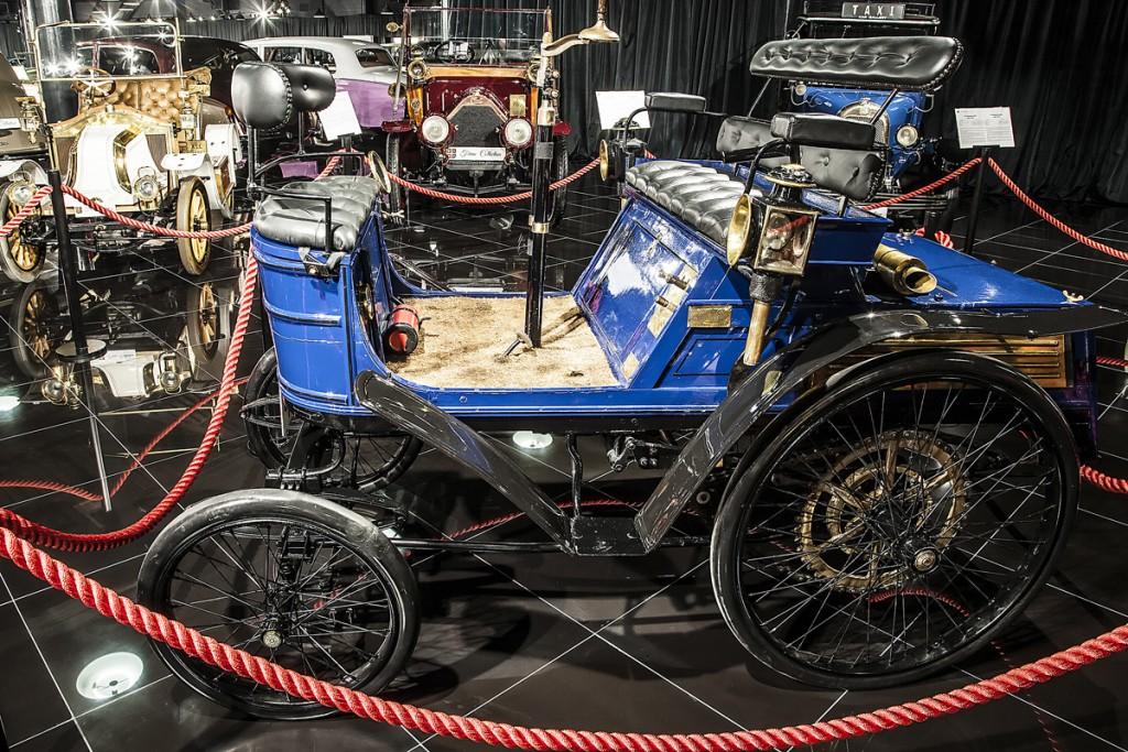 Hurtu este un cvadriciclu monocilindric, cu o transmisie cu două trepte. 3,5 CP însuflețesc vehiculul construit în 1899; la nivel mondial mai există doar șapte exemplare.