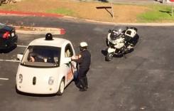 Google Car, maşina autonomă, trasă pe dreapta de poliţie