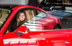 Simona Halep vinde mașina primită cadou de la Porsche