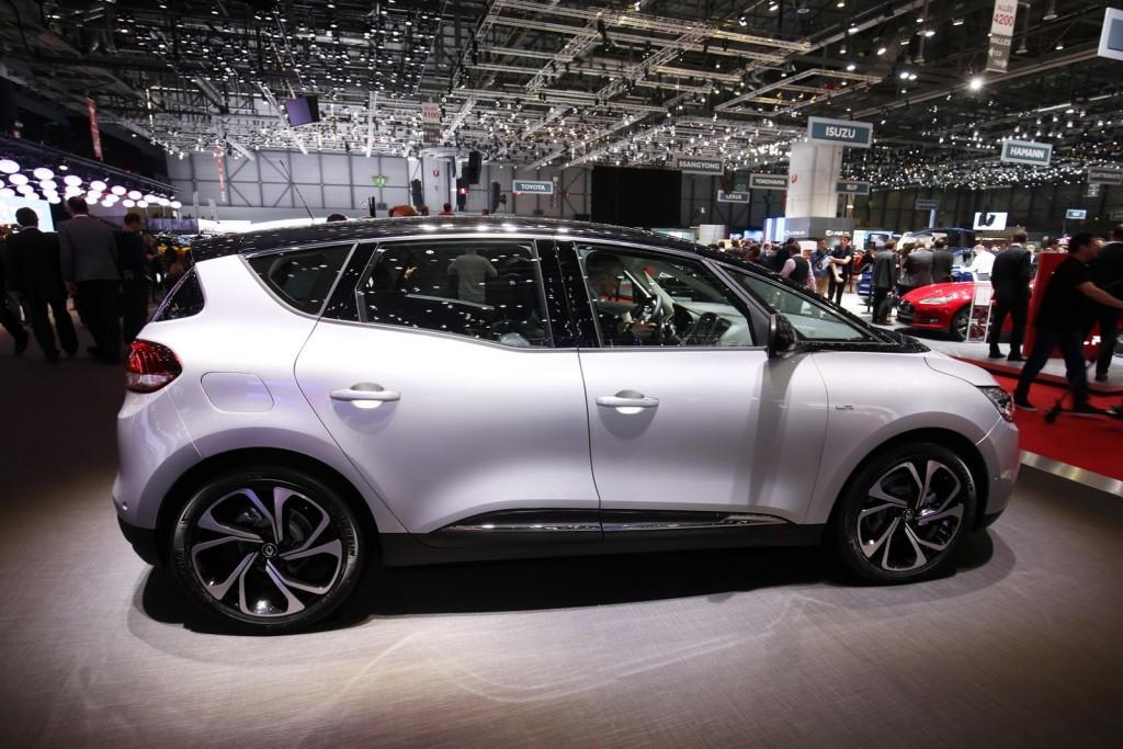 Renault-Scenic-12