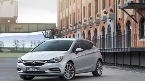 Opel Astra BiTurbo: bau-bau locuiește sub capotă