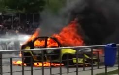 Incendiu în București: un autoturism a ars complet