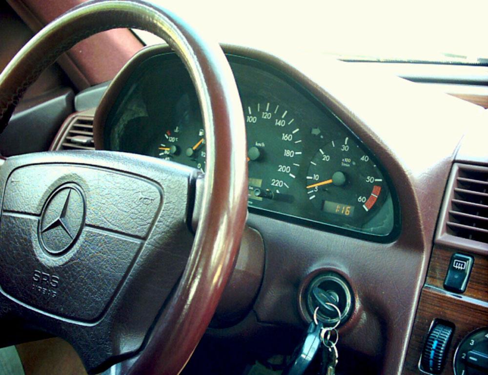 Mercedes E-Class volan