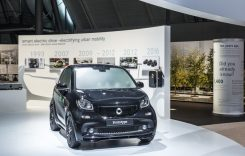 Noua familie smart electric, debut mondial la Paris