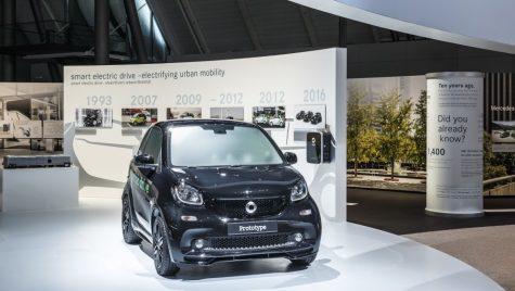 Noua familie smart electric, debut mondial la Paris