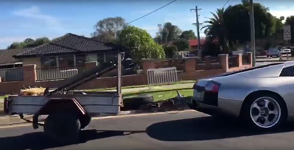 Lamborghini Murcielago cu remorca