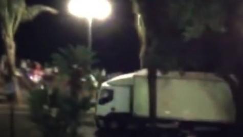 Atentat la Nisa. Momentul în care camionul intră în mulțime (video șocant)