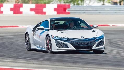 FASCINAȚIE: Noua Honda NSX testată pe circuit