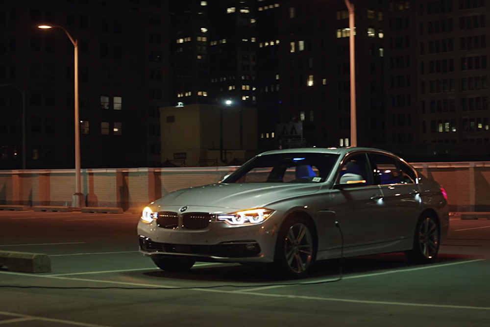 BMW 330e - Tesla ridiculizata in ultimele reclame BMW