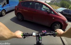 VIDEO: Biciclist lovit de mașină în București