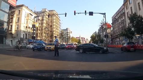 """Și polițiștii se închină. Un șofer de Mercedes face """"prăpăd"""""""
