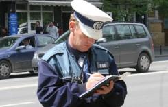 Ce pățesc șoferii care nu opresc la semnalele poliției