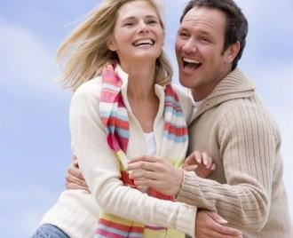 La ce ajută simţul umorului în cuplu