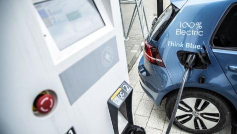 Volkswagen va produce în China stații de încărcare flexibile pentru mașini electrice