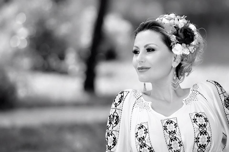 Emilia Ghinescu ...muzică, dans și voie bună! Că tot se apropie Ziua Națională a României și trebuie să sărbătorim, ei bine, Emilia Ghinescu știe cum să facă atmosferă de petrecere.