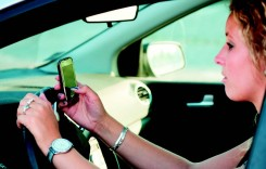 Folosirea telefonului în automobil