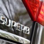 Cum arată farurile viitoarei Skoda Superb? Primul teaser