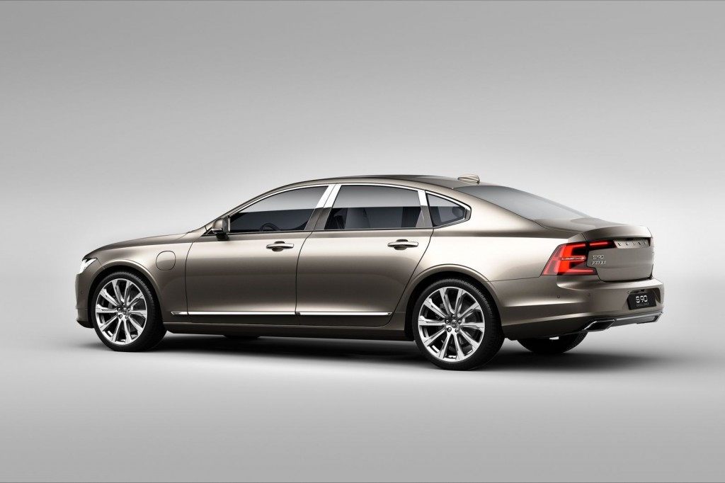 Volvo S90 Excellence exterior rear 3/4