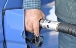 O familie cheltuieşte anual 773 lei pe carburanţi, din care 450 de lei sunt taxe