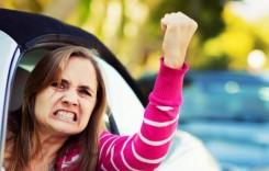 De ce se enervează femeile atunci când conduc?