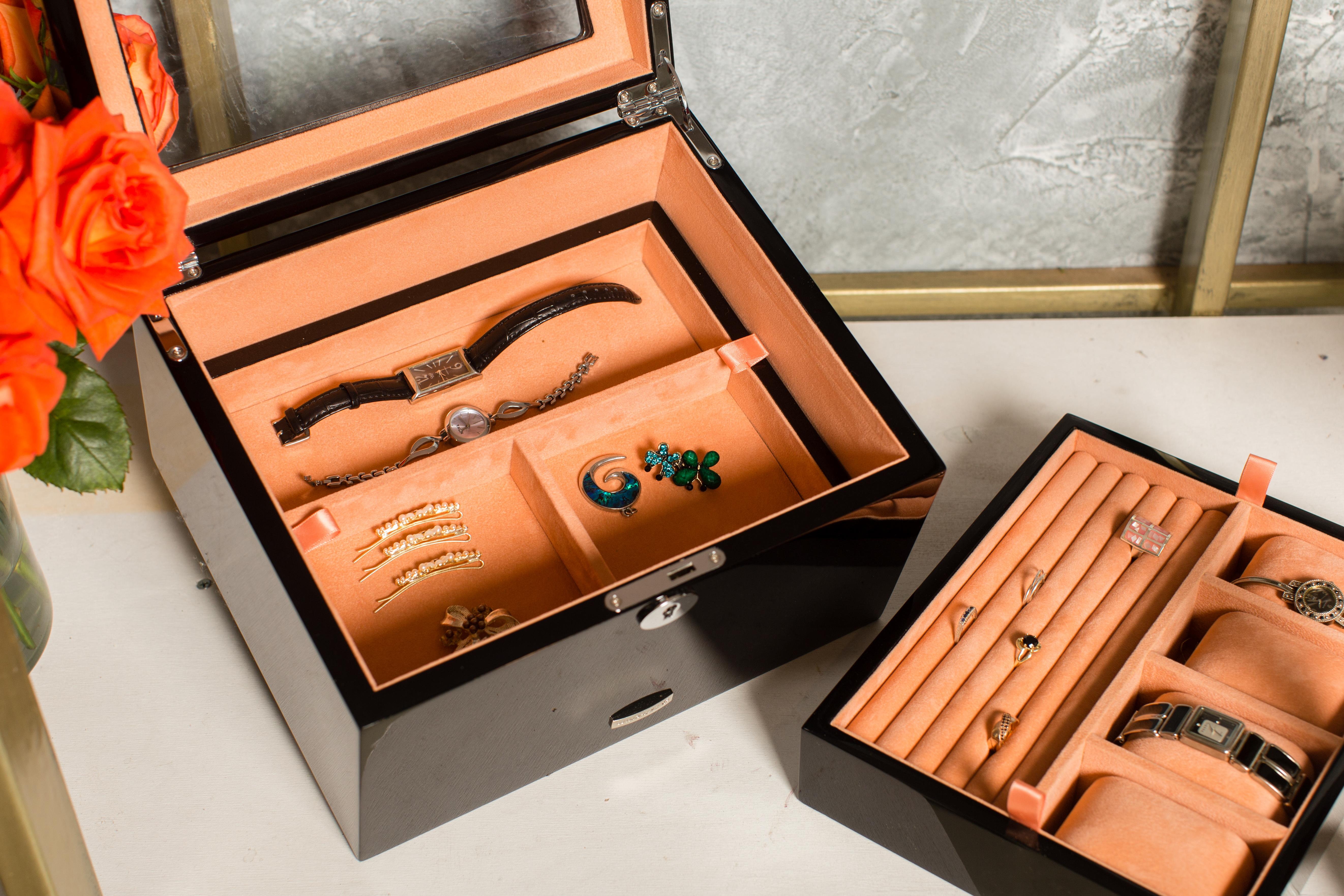 caseta bijuterii si ceasuri din lemn lacuit