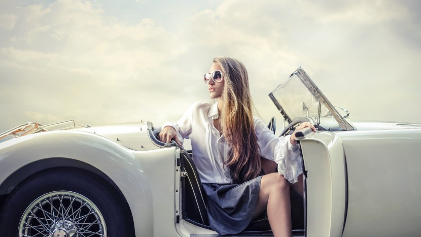 Hot-Cars-with-Girls-HD-Wallpapers-10