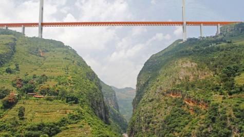 Cel mai înalt pod rutier din lume, inaugurat în China