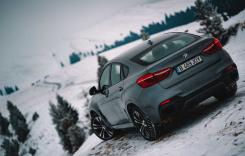 Iarnă extremă şi drumuri îngheţate de munte – cu BMW X6