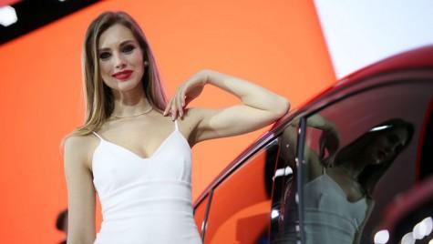 GALERIE FIERBINTE: Fetele de la Salonul Auto de la Geneva