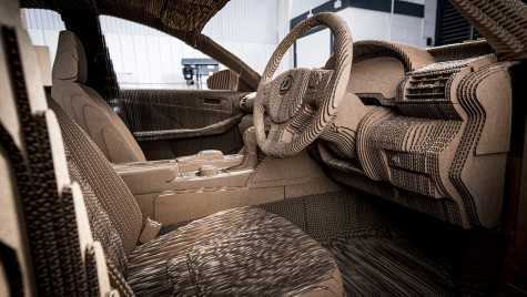 Maşina origami cu un interior complet