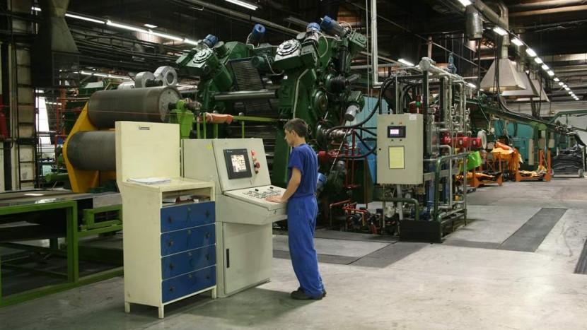 muncitor-fabrica-michelin