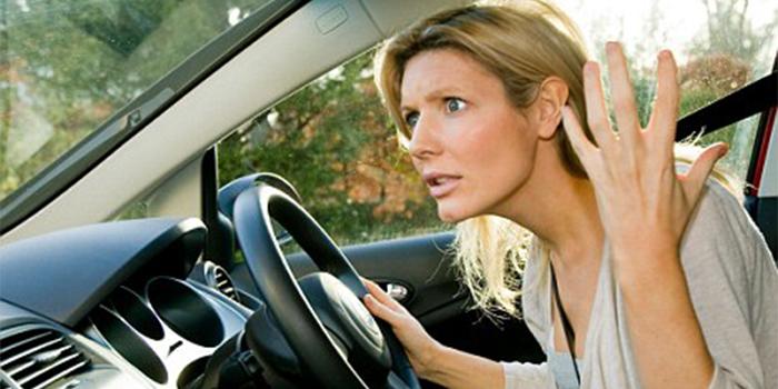 Nervous-Woman-Driver