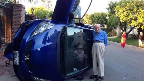 Bunico, ești bine? O doamnă de vârsta a treia și-a făcut selfie după ce s-a răsturnat cu mașina