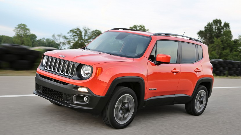 2017-Jeep-Renegade-Latitude-front-three-quarter-in-motion-02