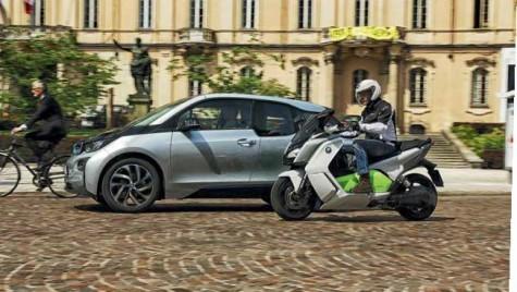 BMW Auto vs Moto – 2 vs 4 ROȚI
