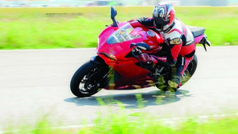"TEST DUCATI 959 PANIGALE. CU MODUL ""DISTRACȚIE"" = ON"