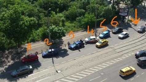 Scandalos: Un canal fără capac a stricat șase mașini