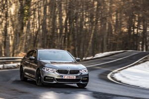 BMW 540i xDrive vs Mercedes E 400 4Matic