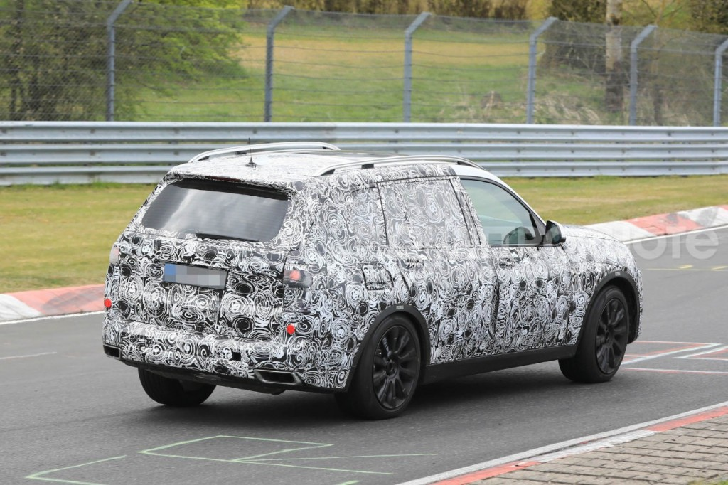 2017-BMW-X7-7