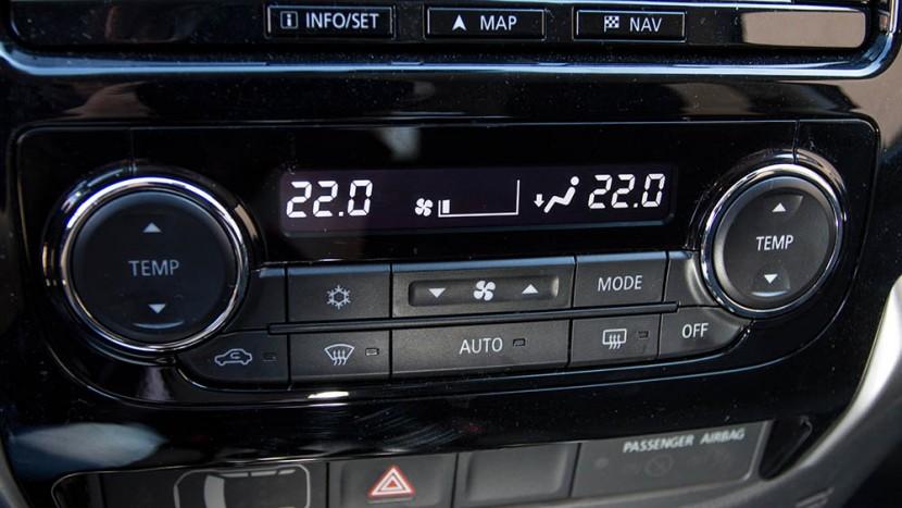 Temperatura optimă de conducere este de 22 de grade Celsius, iar în prima fază direcționați jetul de aer rece pe la picioare.